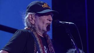 Willie Nelson & Family - Mammas Don't Let your Babies Grow Up to be Cowboys (Live at Farm Aid 2017)