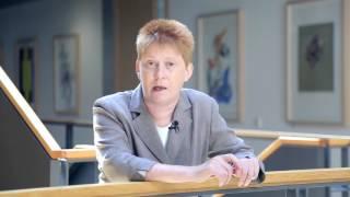 Petra Pau, DIE LINKE: Hoyerswerda  - Synonym für Pogrome gegen Geflüchtete und Asylsuchende