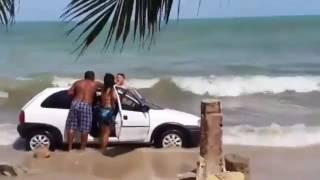 Разборка на пляже в Бразилии(, 2016-12-30T05:23:48.000Z)