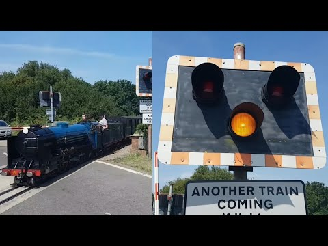 *Double Passing* Burmarsh Road Level Crossing (RH&DR) - UK Level Crossing (18/07/2017)