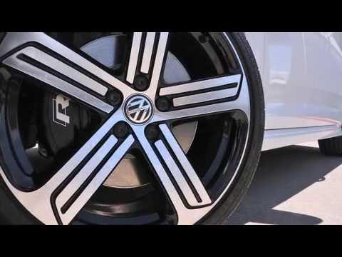 2016 Volkswagen Golf R 4-Door w/DCC & Navigation