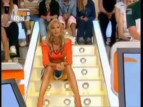 pod-yubkoy-u-zvezd-pryamoy-efir-lena-hidi-v-porno-video