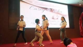 小苹果舞蹈表演 (MRC Puchong补习班学生)