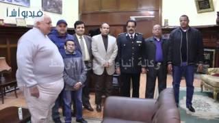 بالفيديو: مواطنون يحتفلون بعيد الشرطه بقسم الدقي