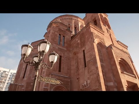 Крестины в армянской церкви.