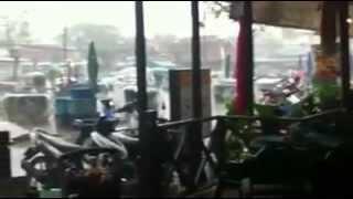 Toke Terkelsen viser regn i Thailand, Chiang Mai