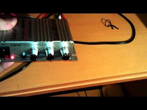 Amplificateur 200W Audio Stereo CD MP3 / MP4 pour Moto voiture Haut-parleur