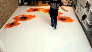 Интересное видео рисунка акрилом с использованием огня  Burning flowers Painting meets fireworks(Стоит посмотреть., 2014-04-21T18:22:07.000Z)