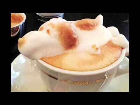 L'arte della decorazione della crema delcappuccino
