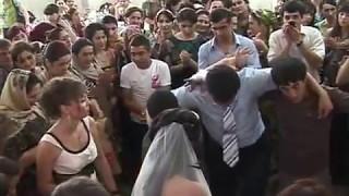 Танец жениха Казима и невесты Асият