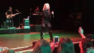 Gambar cover Hands - Sabrina Carpenter LIVE - Kansas City