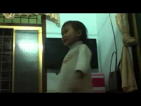 Chú công nhân - bé Minh khuê