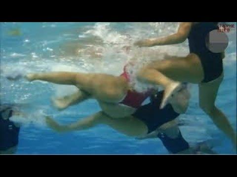 【水球女子】水中での激しい蹴り合いが恐ろしい・・・【格闘技】