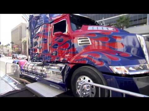 Transformers 4 - Optimus Prime lascia la sua impronta ad Hollywood