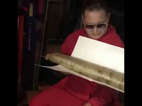 Scott Storch Shows Off 5 Pound Joint