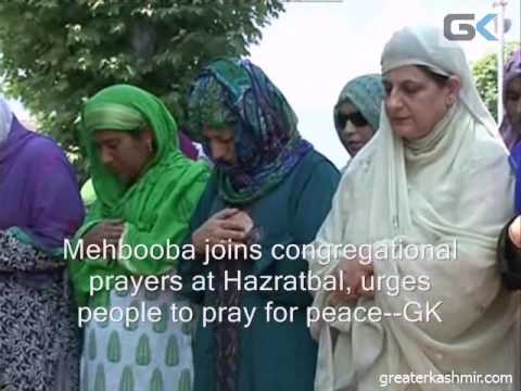 Mehbooba offers congregational prayers at Hazratbal