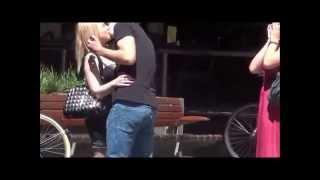 מתיחת נשיקות הטוב ביותר במתיחות