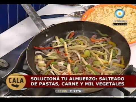 wok de verduras y fideos cocineros argentinos