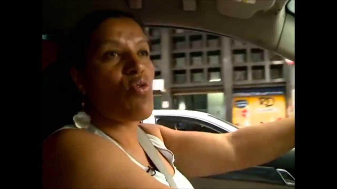 """Resultado de imagem para Veja como vive a """"POBRE COITADA"""" e seu humilde carro CAPITIVA que além de ser caro, bebe uma gasolina desgraçada..."""