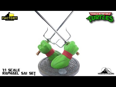 Factory Entertainment Teenage Mutant Ninja Turtles Raphael Sai Prop Replica