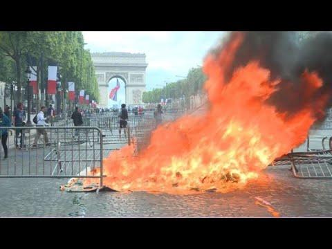 'Gilets jaunes': tensions sur les Champs-Elysées   AFP Images