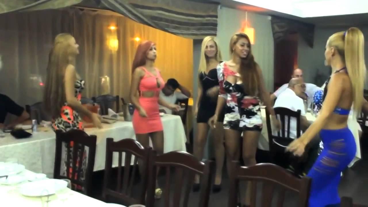 видео сучки танцуют