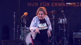 Idil Baydar aka Jilet Ayse auf dem radioeins Parkfest 2017