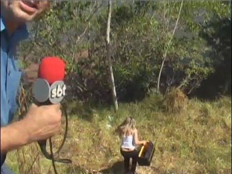 Repórter do SBT cai e rola pelo barranco AO VIVO