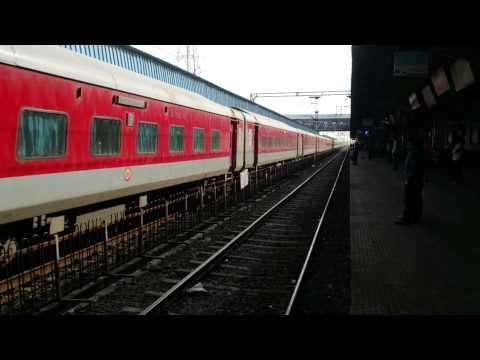 22355 CST-PATNASuvidha Exp passing nasik road