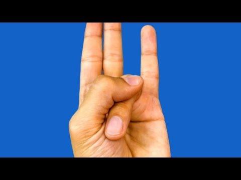 أمسك إصبعك بهذه الطريقة ولن تصدق ما الذي سيحدث لك !!
