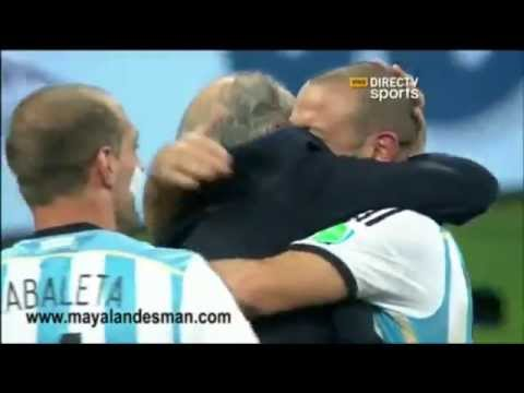 ARGENTINA EN LA FINAL DEL MUNDO 2014: Sabella abrazo emotivo a los jugadores
