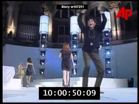 Spice Girls Booed Off Stage In Spain   Report 1997