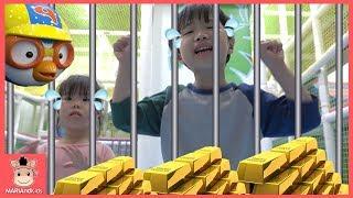 뽀로로 키즈카페 방탈출 하기! 황금 도둑 잡아라 추격전 ♡ 꾸러기 어린이 놀이터 볼풀 테마파크 Pororo Indoor Playground | 말이야와아이들 MariAndKids