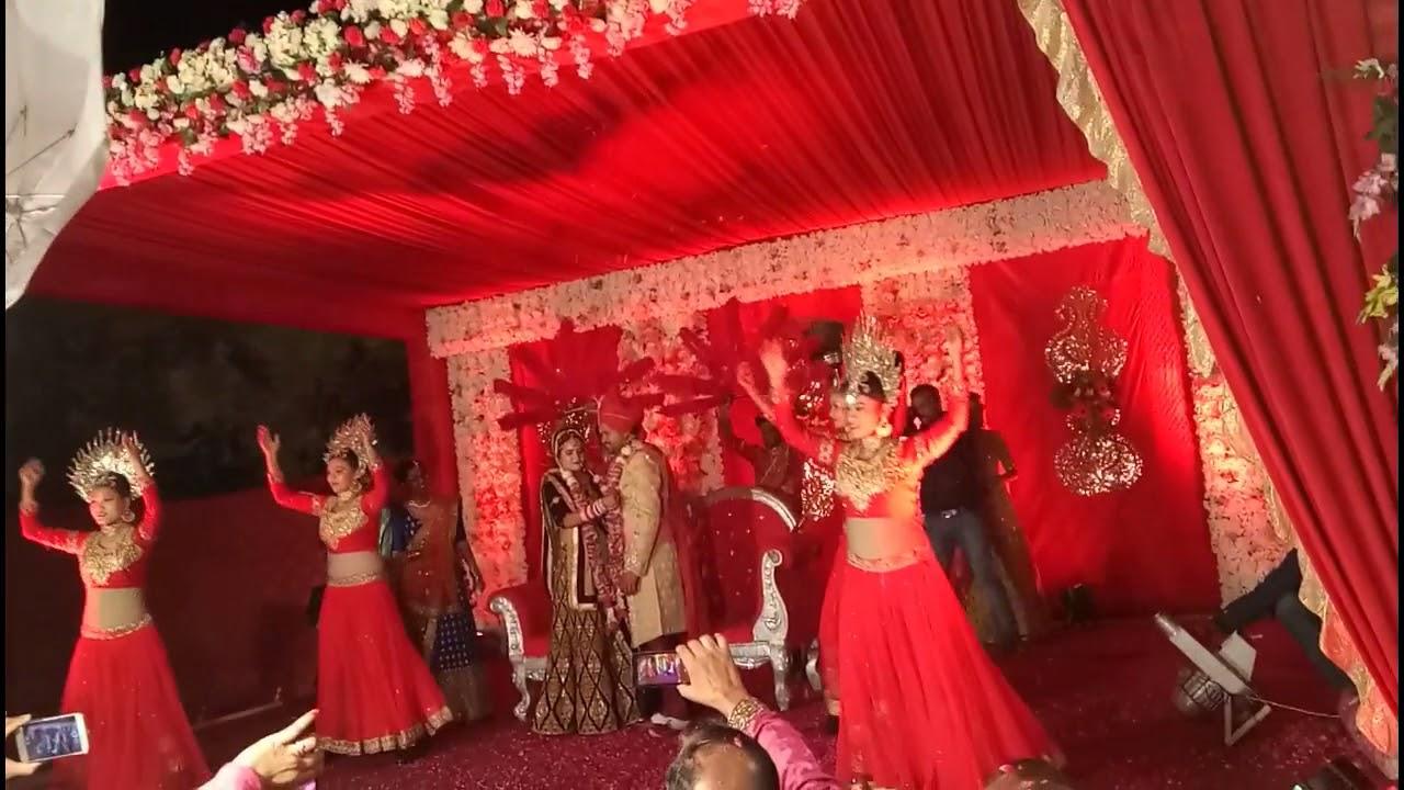Funny wedding jaimala varmala (garland) ceremony indian marriage.