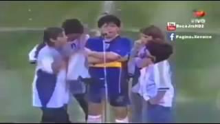Maradona se droga en pleno partido