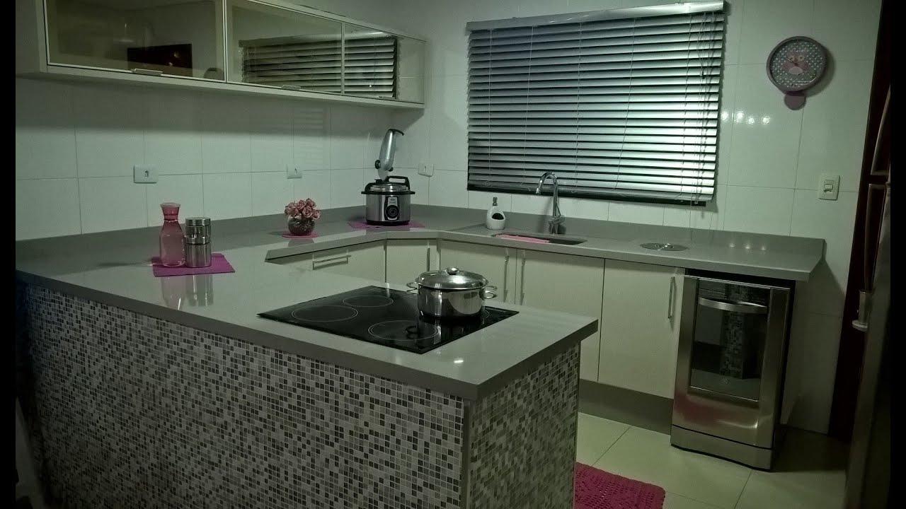 #5C313B Cozinha planejada moderna cinza Eletrodomésticos Electrolux Pedra  1919x1118 px Balcão Cozinha Americana Alvenaria #2233 imagens