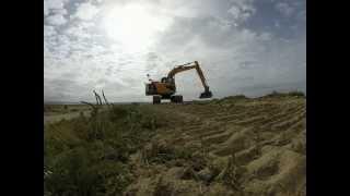 JCB Excavator - Big Digger at the Beach - Kids Video