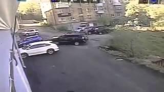 Самый неудачный выезд с парковки ! Машина перевернулась
