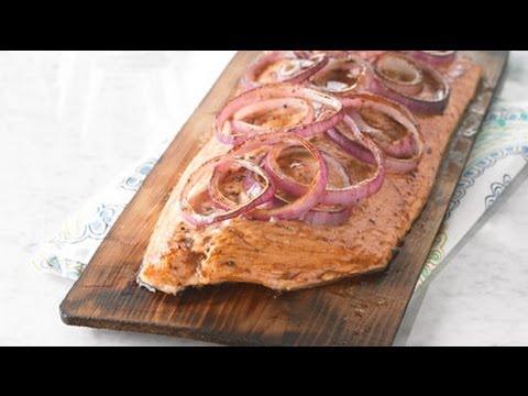 saumon-grillé-sur-une-planche-de-cèdre