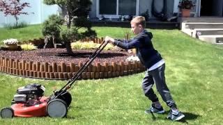 США.Машинки для подстригания травы...Никита стрежёт газон...Spokane.(, 2015-05-09T16:54:22.000Z)