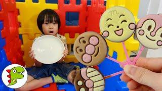 ペロペロチョコをアンパンマンたちにあげよう♫ チャンネル登録♥Subscribe♥subscrever♥الاشتراك Toy Kids☆トイキッズ https://goo.gl/I0tlCn キッズ...