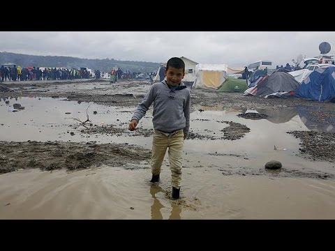 دیدار کمیسر اروپا در امور مهاجرت از اردوگاه پناهجویان ایدومنی در  یونان