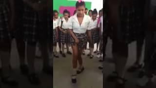 Bailando Champeta en colegio de Barranquilla. SUSCRÍBETE PARA MAS VIDEOS 👍👍👍👍👍👍👍👍👍 thumbnail