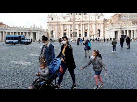 Coronavirus en Italie: un chef de parti contaminé et le pape en retrait