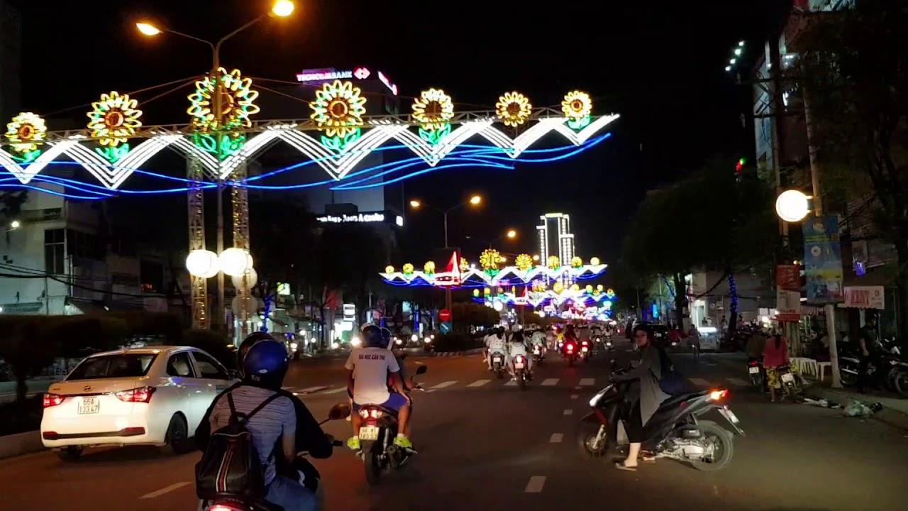 Ninh Kiều - Cần Thơ về đêm đẹp lung linh đèn màu