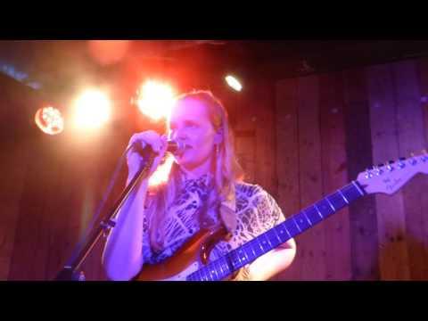 Charlotte Day Wilson - Work/ Old Skool Love (Divine Brown Cover) (HD) - The Waiting Room - 07.03.17
