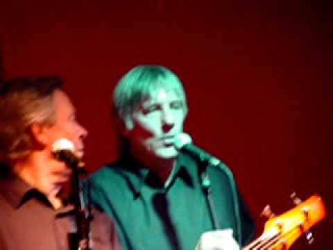 Mick Avory, singing solo, Boston Arms, Nov 2006, at the Kast Off Kinks event