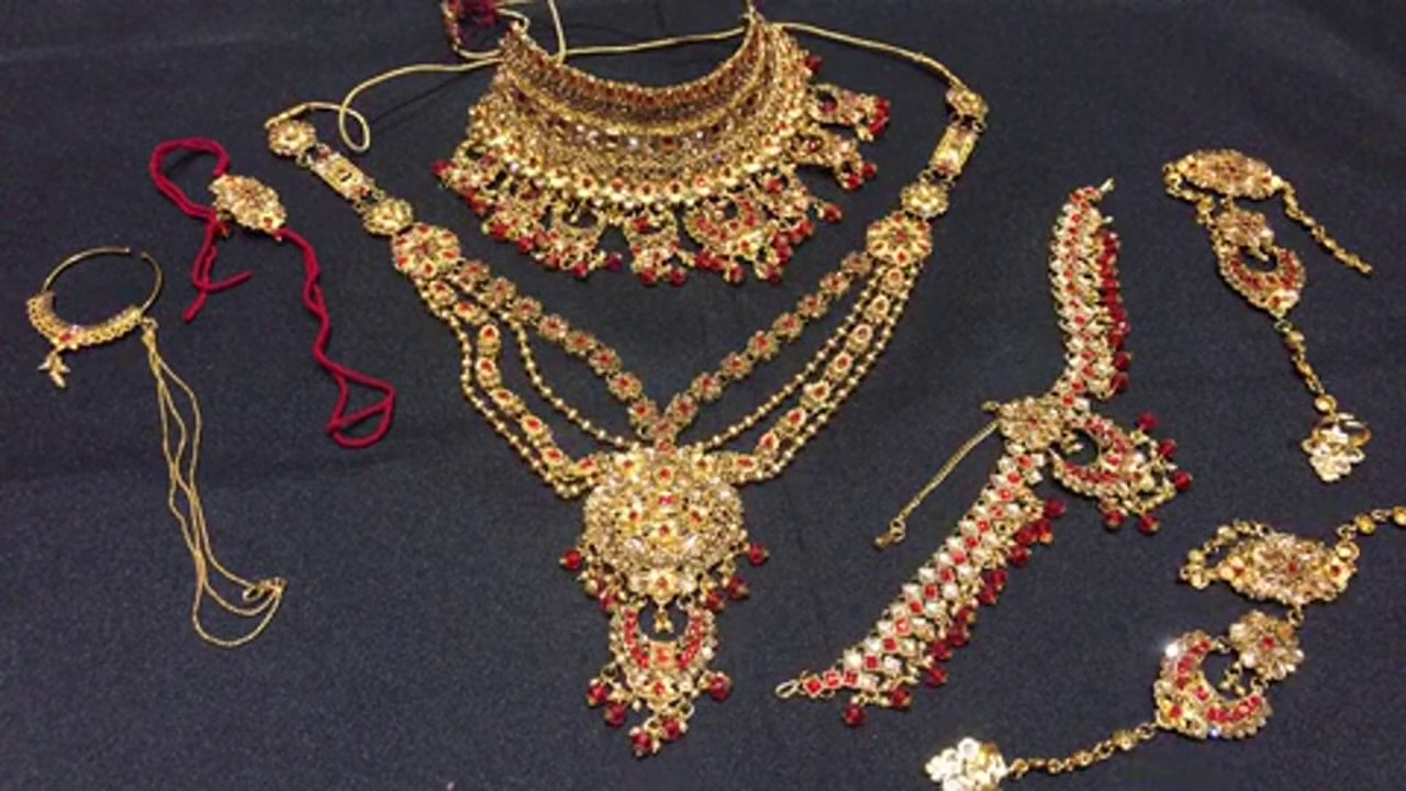 Red golden dulhan set@2060/-,all india delivery,limited stock available,call sanjeev-9811613616