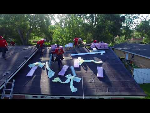 a.j.-wells-roofing-jacksonville-roof-replacement-laying-down-asphalt-architectural-shingles
