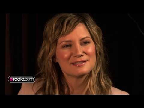 Jennifer Nettles Steps Out On Her Own